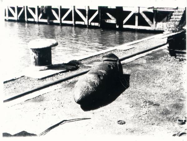 Bomba SC 250 desactivada en el Puerto de Sagunto (Archivo General del Ejército del Aire)
